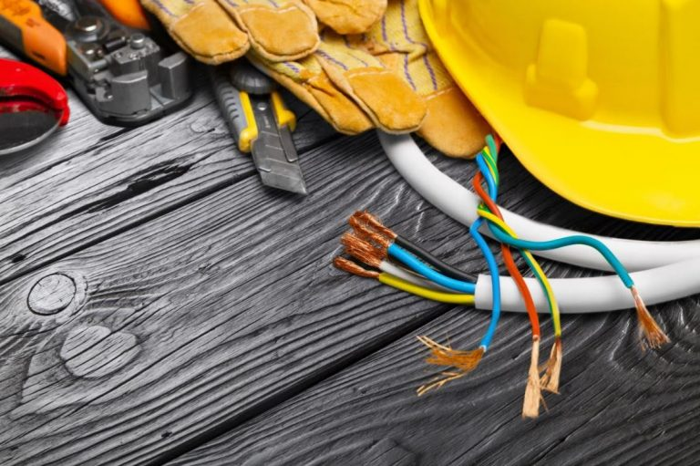 Top 5 Factors to Consider When Hiring Residential Electricians
