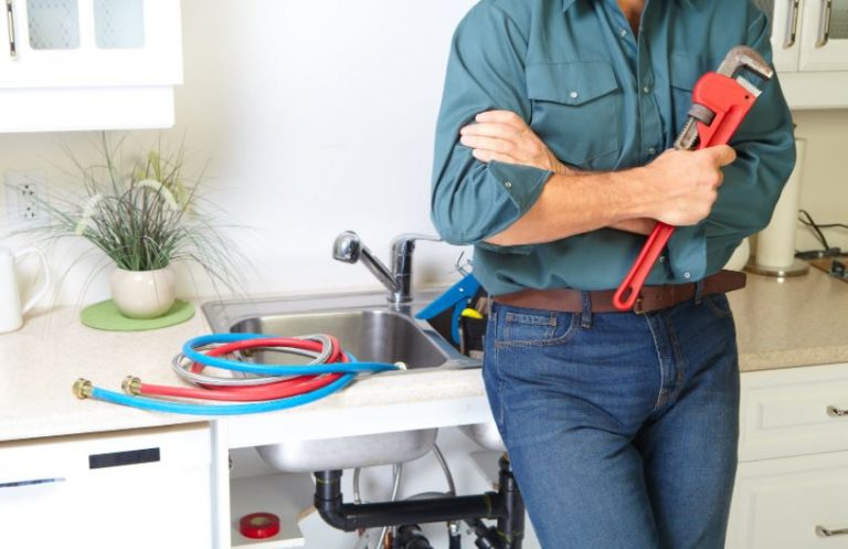 Top 8 Signs That You Need a Plumber