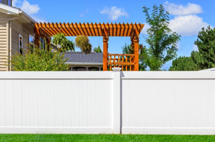 Get to Know the 5 Best Vinyl Fence Styles for Your Home